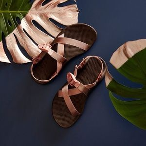 chacos | metallic rose gold strap sandals